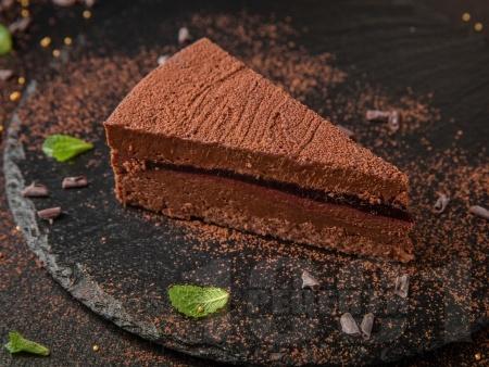 Шоколадов чийзкейк без печене с блат от бисквити и сметана - снимка на рецептата